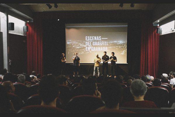 """El equipo de Ínsula Sur en la presentación del documental de escenas del graffiti en Granada"""""""