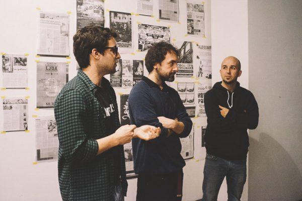 """El equipo de Ínsula Sur y Ramon Perez Sendra en la presentación del documental de escenas del graffiti en Granada"""""""