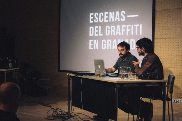 """El equipo de Ínsula Sur y Ramón Pérez Sendra en la presentación del documental de escenas del graffiti en Granada"""""""
