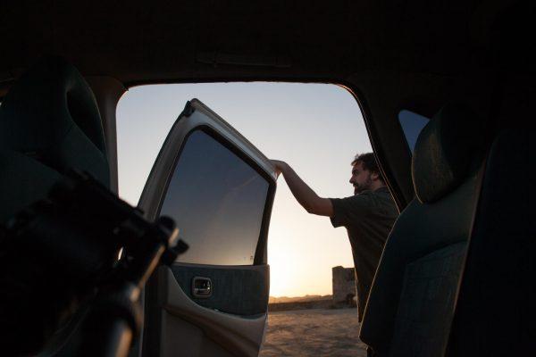 """Javier Morales en set de grabación de recursos para el documental de """"La cosecha de Los Lunares"""" en la playa de Palomares"""